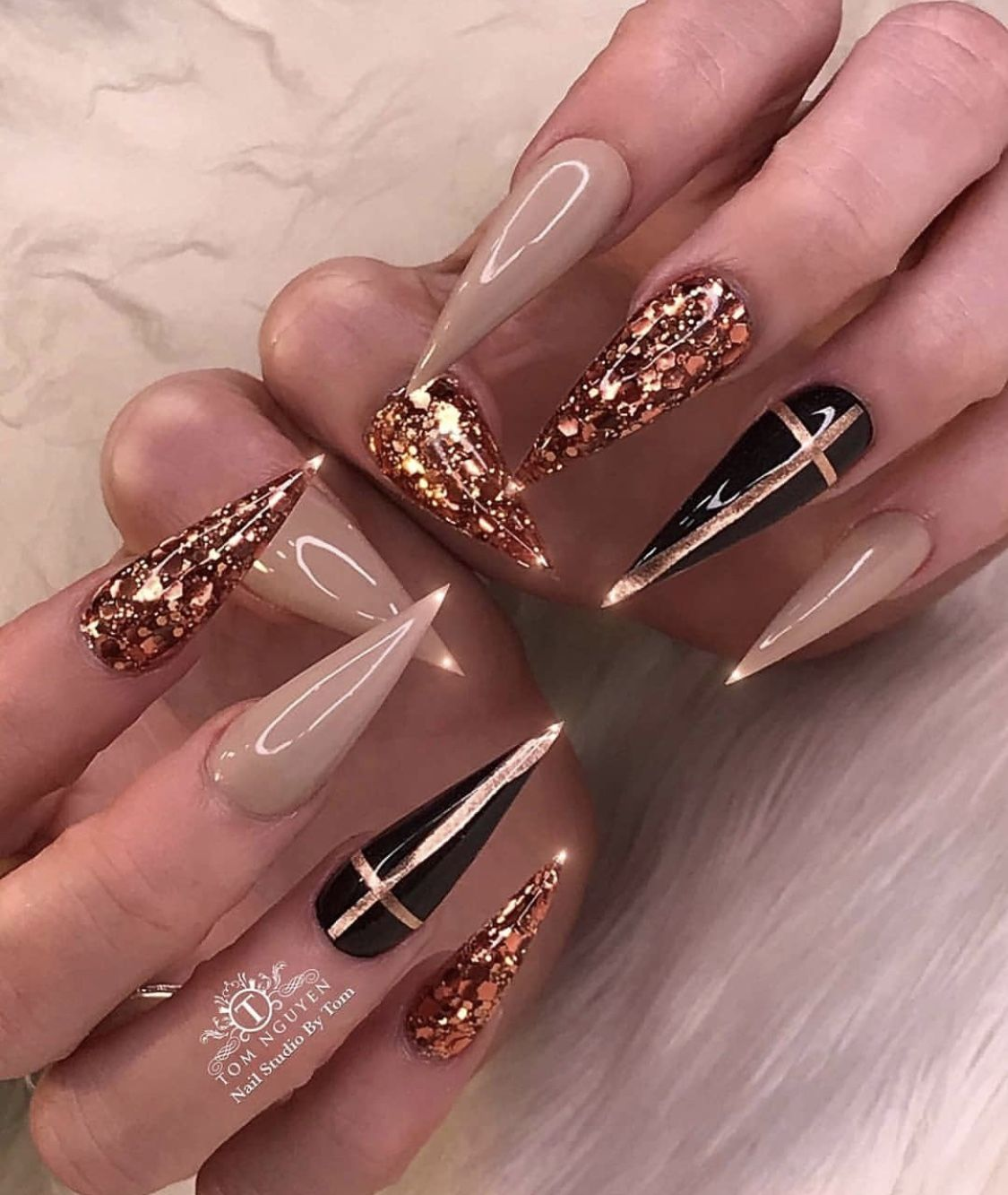 Pin By P Lucinkaaa On Nails In 2020 With Images Gelove Nehty Zlate Nehty Umele Nehty