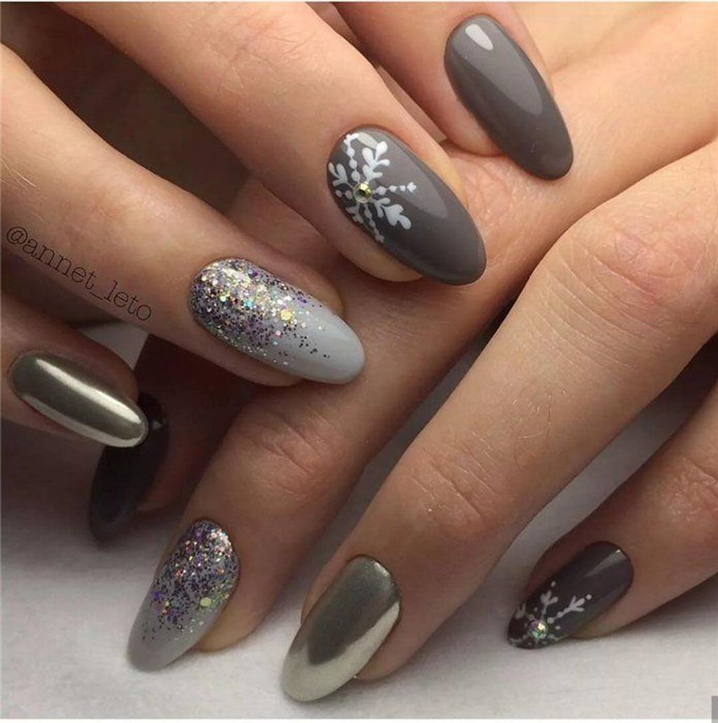 36 Beautiful Winter Nails Art You Should Copy Now Gelove Nehty Design Nehtu Nehty