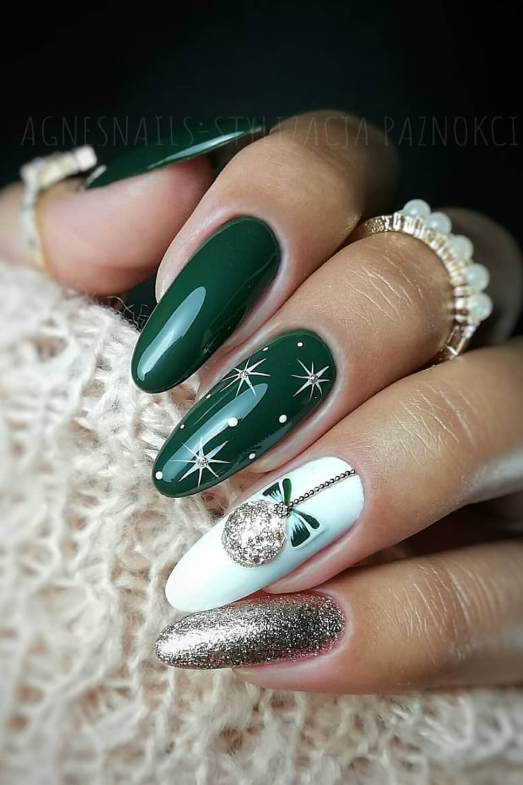 Beautiful Green Christmas Nails With White Snowflakes And Glitter Design Christmasnails Christmasnail Cute Christmas Nails Xmas Nails Christmas Nail Designs