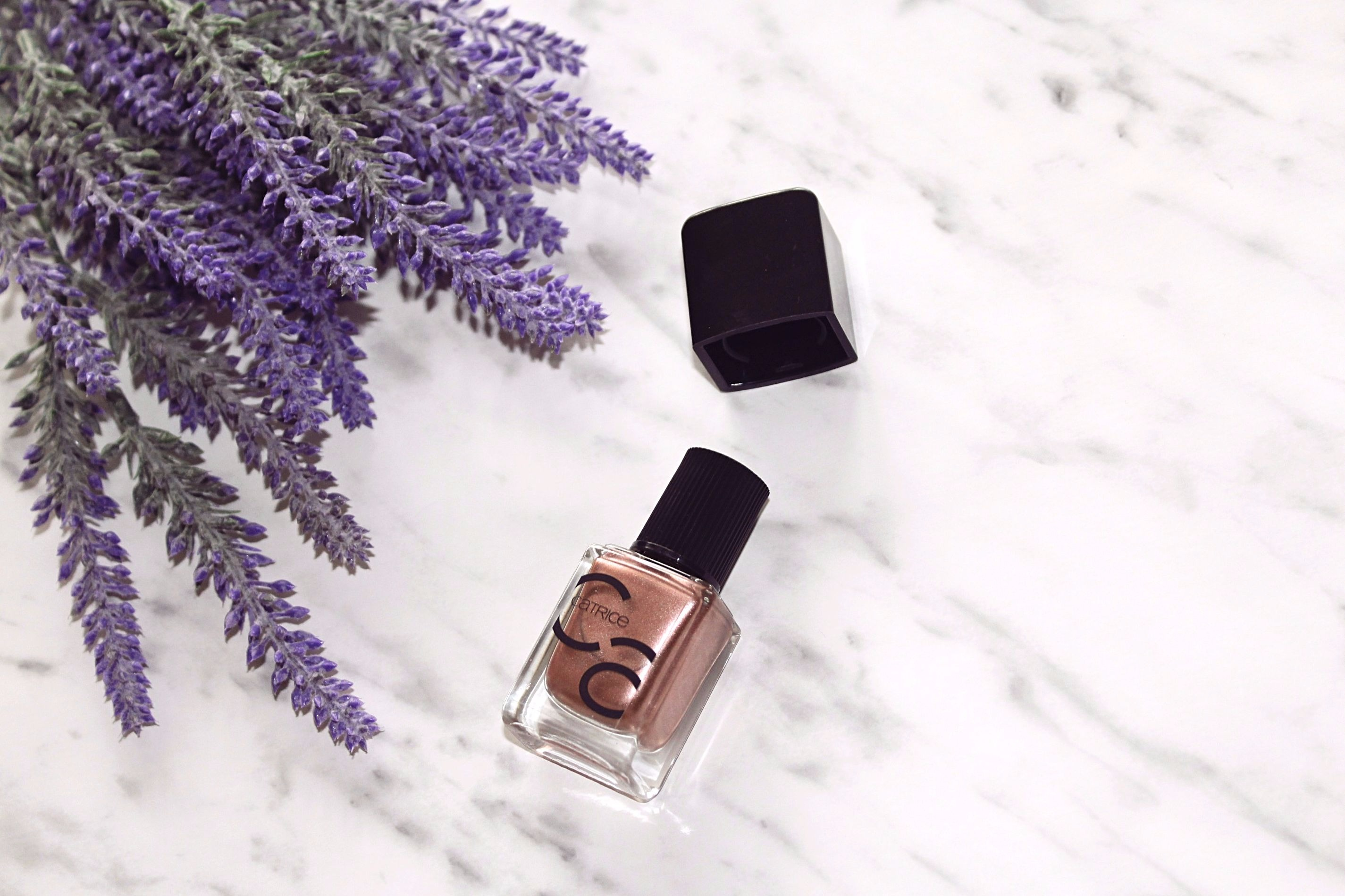Rose Gold On Nails The Best Way To Celebrate Metallic Nail Trend Simple Serenity