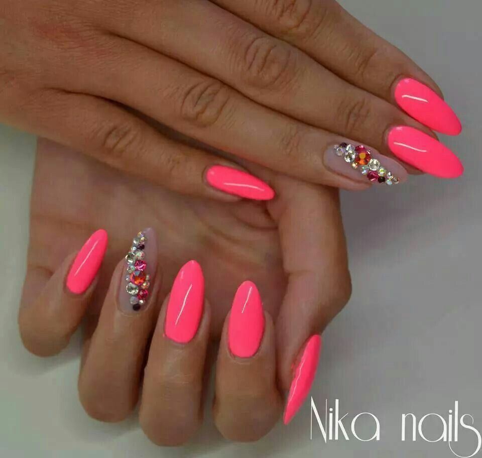 Pin By Barbora Hustavova On Nails With Images Ruzove Nechty Gelove Nechty Nechtovy Dizajn