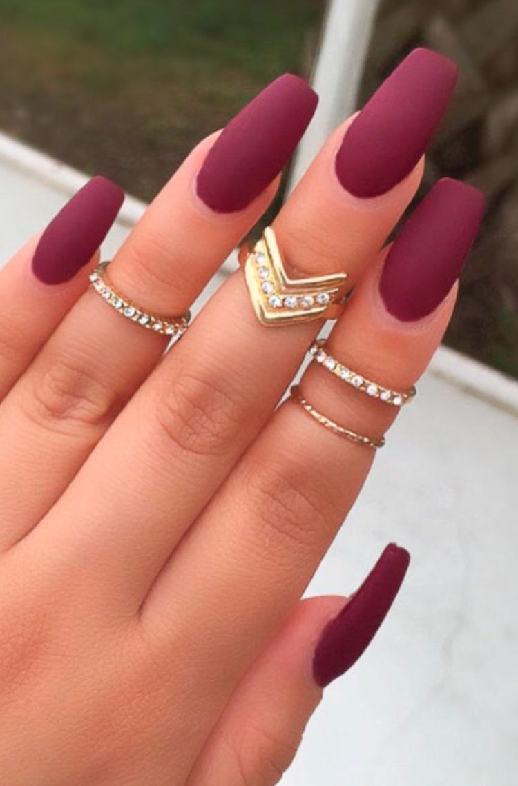 Pin By Sarka Liskova On Hair Nails Makeup Piercings N Tats Burgundy Matte Nails Matte Nails Design Quinceanera Nails