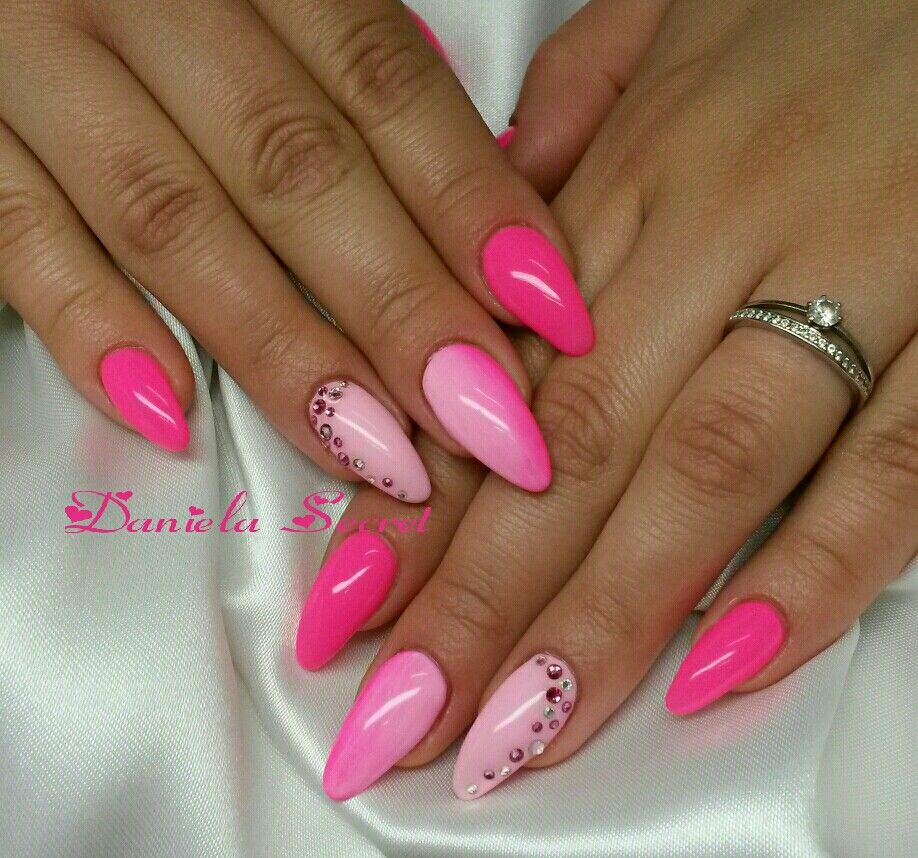 Pin By Daniela Schwen On My Work Pink Nails Almond Acrylic Nails Designs Pink Gel Nails