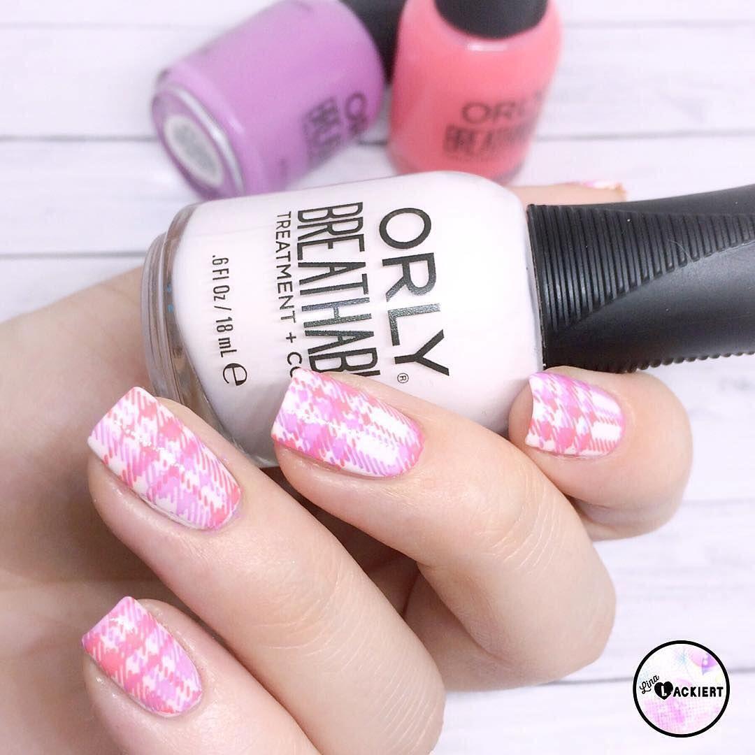 Today S Manimonday Is A Cute Picnic Inspired Nail Look Courtesy Of Lina Lackiert Nails Nail Polish Mani