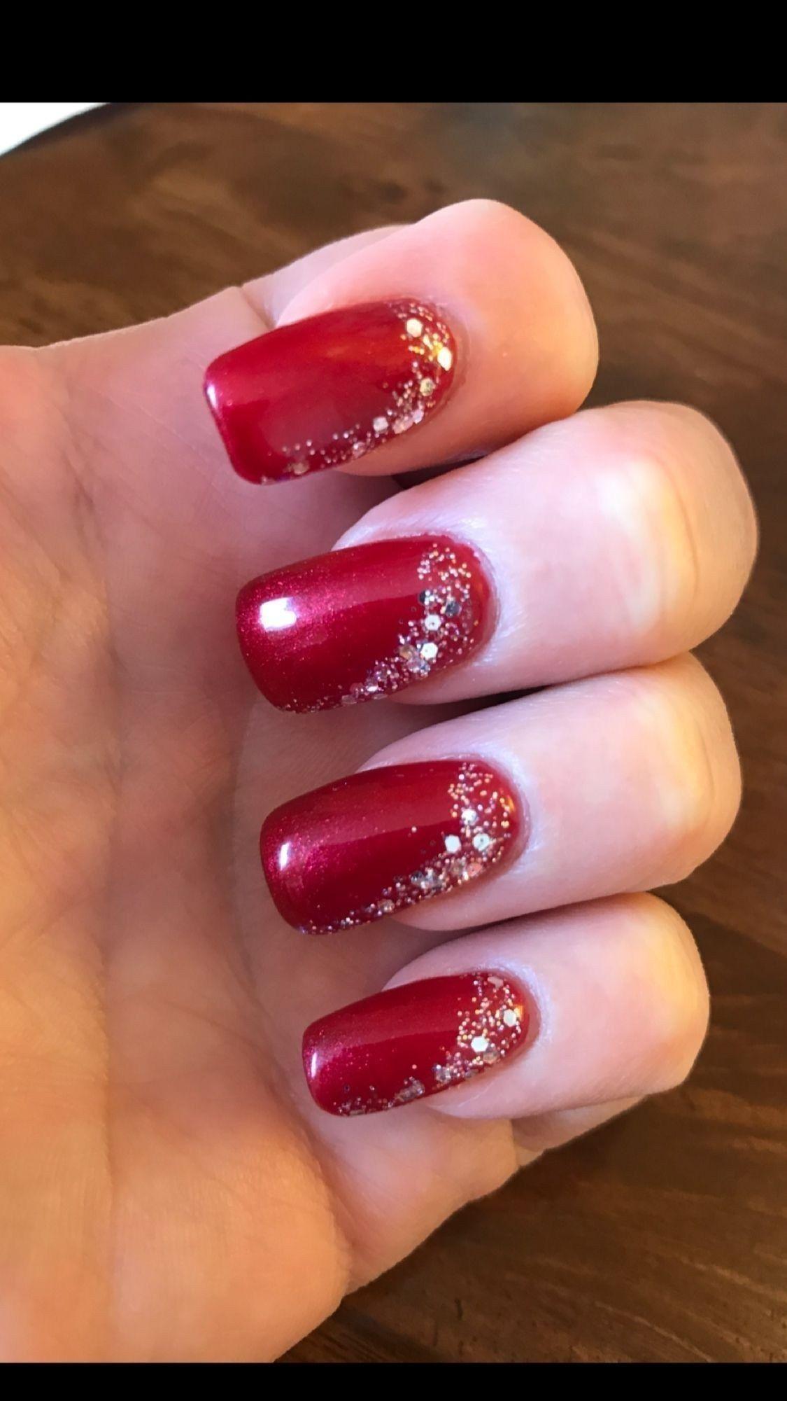 25 Gorgeous Christmas Nail Art Ideas To Beautify The Moment Cervene Nehty Gelove Nehty Design Nehtu