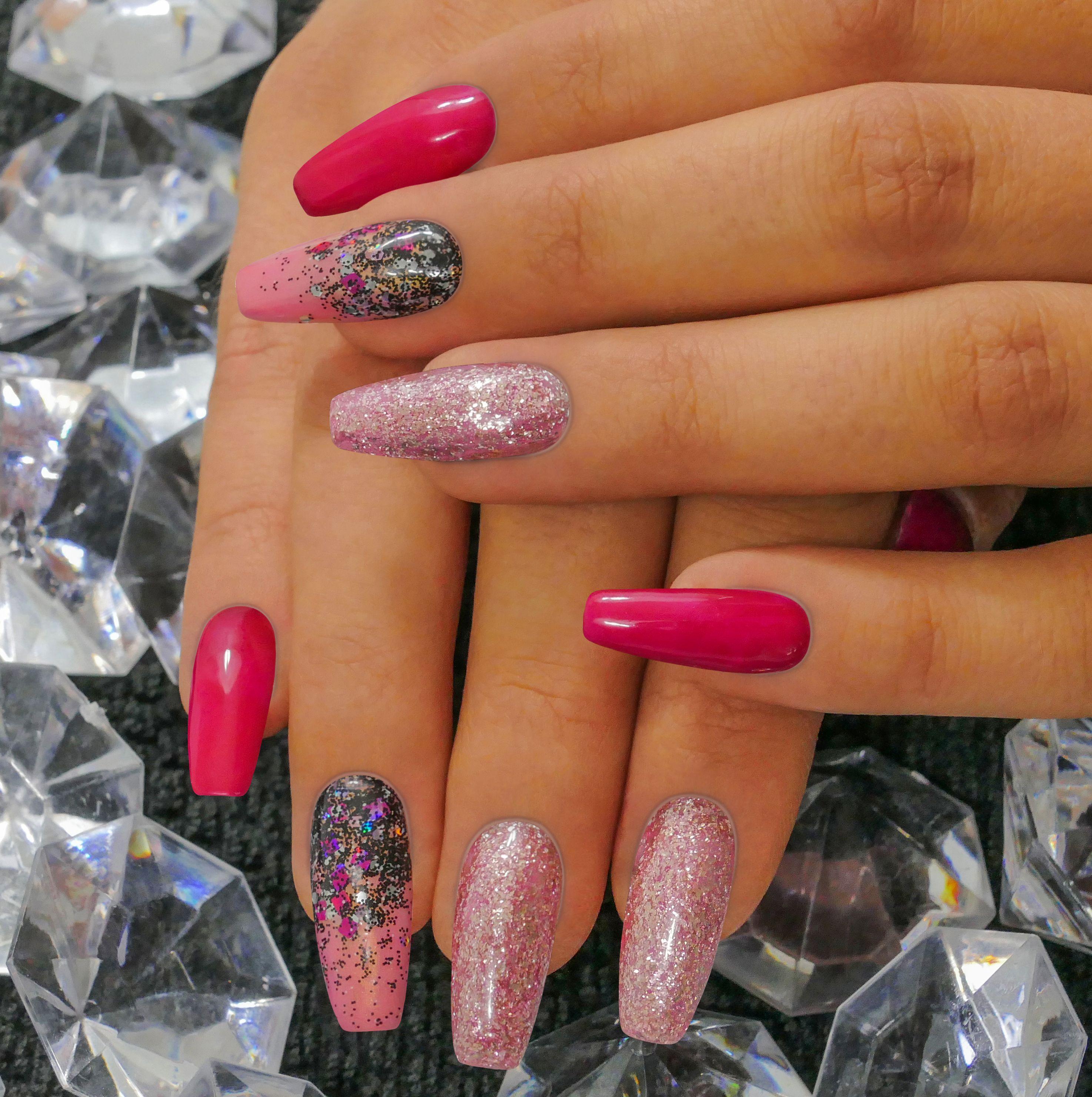 Kombinace Trpytek A Ruzove Ta Nikdy Nezklame Manicure Nails Naninails Nailart Pink Glitter Nail Art Nail Designs Nails