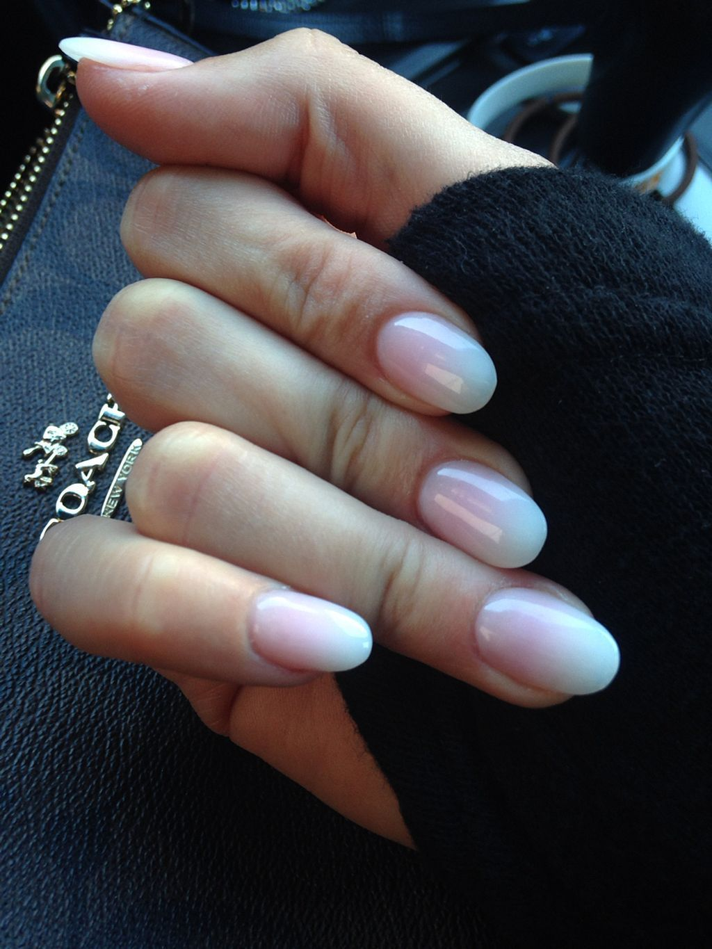 Ombre Nails Might Be Fantastic Match To Your Clothes Or Accessories The Brief Oval Nails Will Also Prove Good When You H Ruzove Nehty Ombre Nehty Bezove Nehty