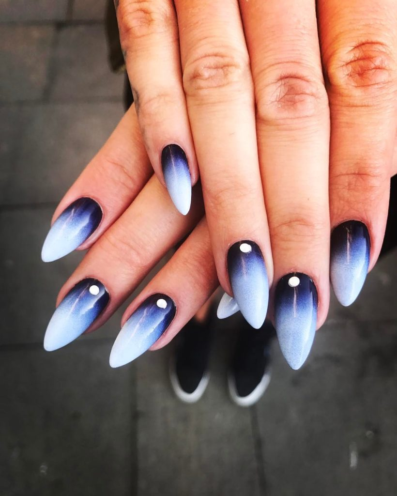 25 Glam Ideas For Ombre Nails With Images Gelove Nehty Design Nehtu Nehet