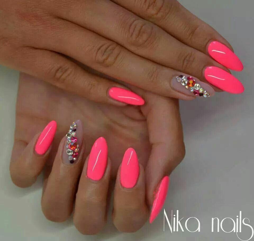 Pin By Barbora Hustavova On Nails With Images Ruzove Nechty Gelove Nechty Nechtovy Dizajn