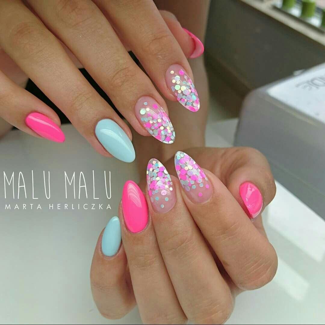 Pretty Almond Shaped Nails Nail Art With Glitter Nehty Francouzska Manikura Napady Na Nehty A Nehty
