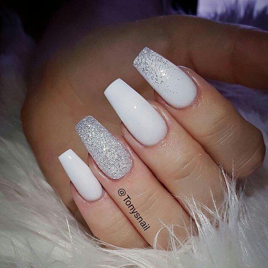 These Beautiful Classy White And Sparkly Nails Gelove Nehty Design Nehtu Nehty