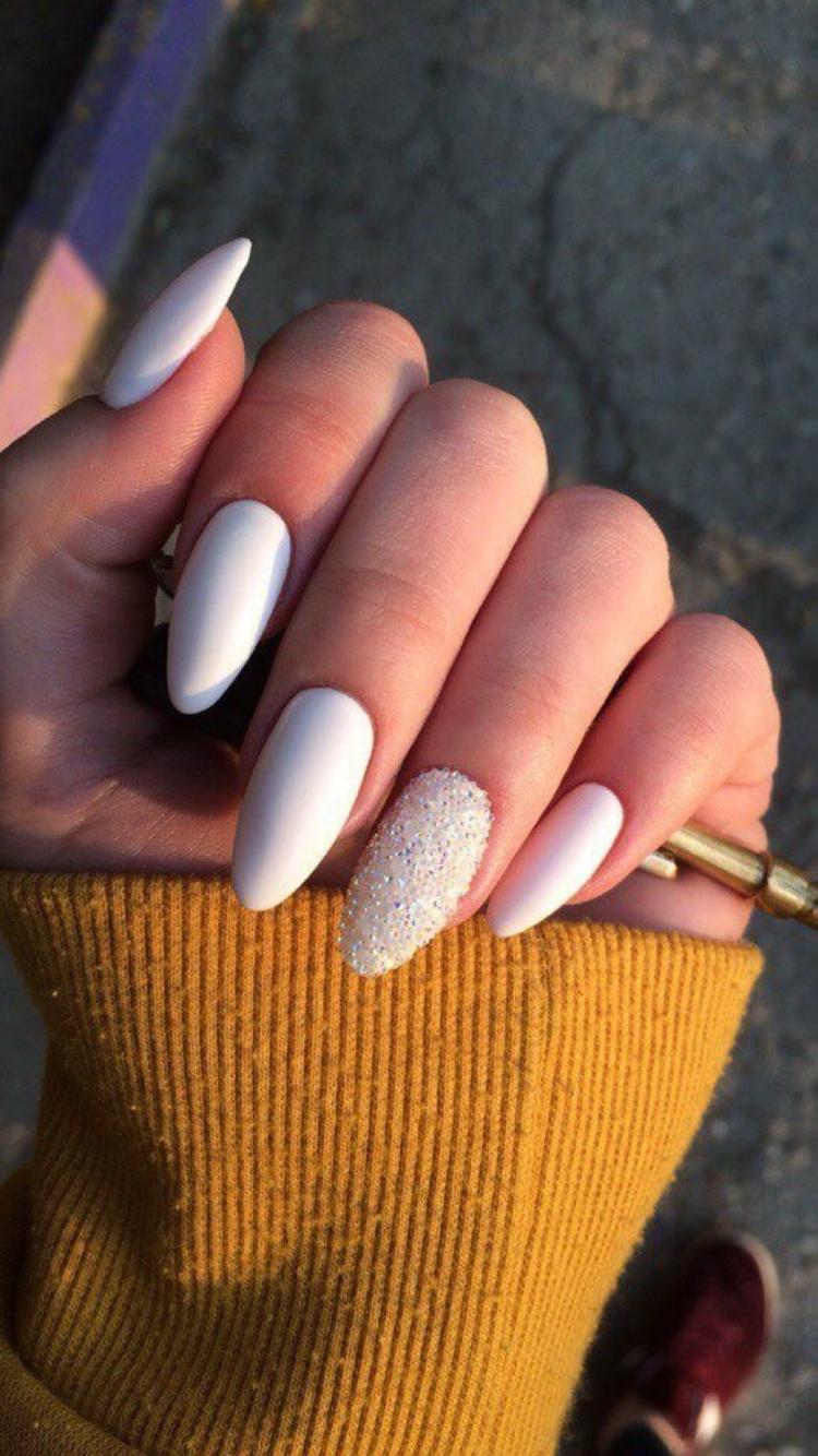 Pin By Sabina Suchardova On Kormok Almond Nails Designs Oval Nails Trendy Nails