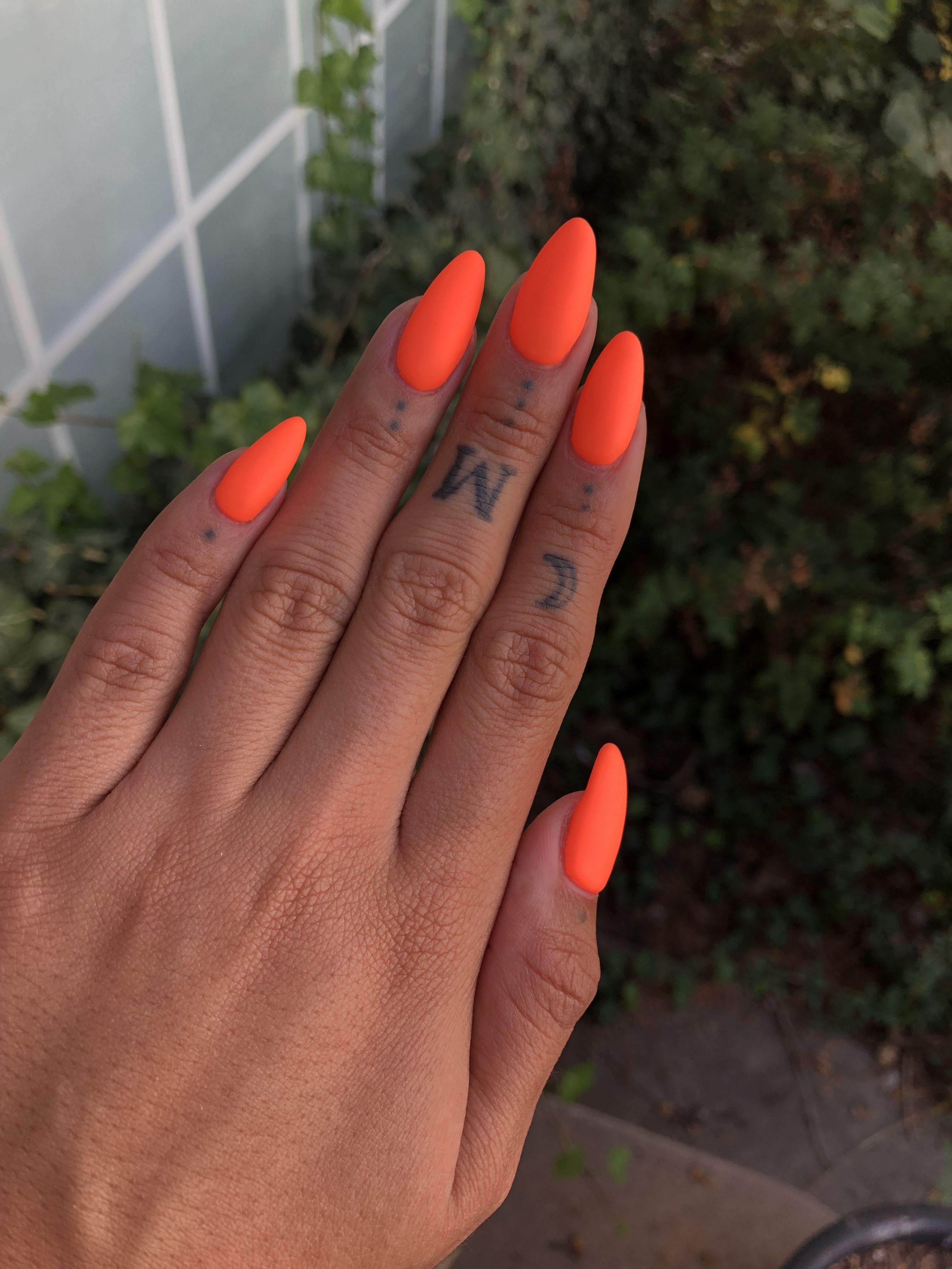 Pin By Kabzu On Nails With Images Gelove Nehty Pedikura Nehty