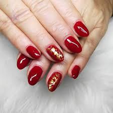 červeno Zlaté Nehty